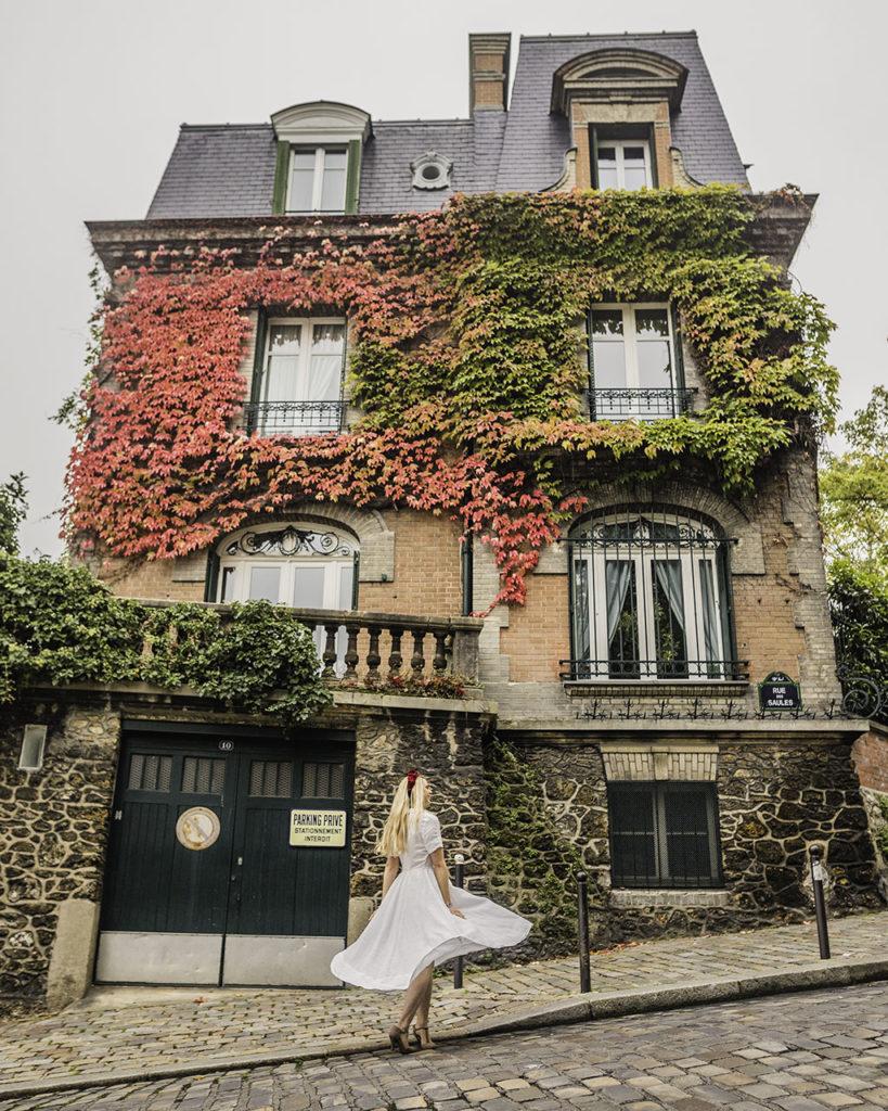 Paris in autumn - House in rue des Saules and rue de l'abreuvoir