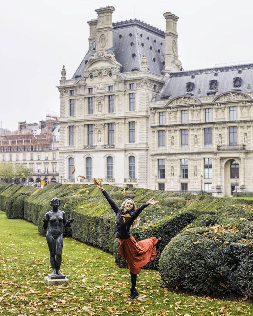 Paris in autumn - Tuilerie garden with statue