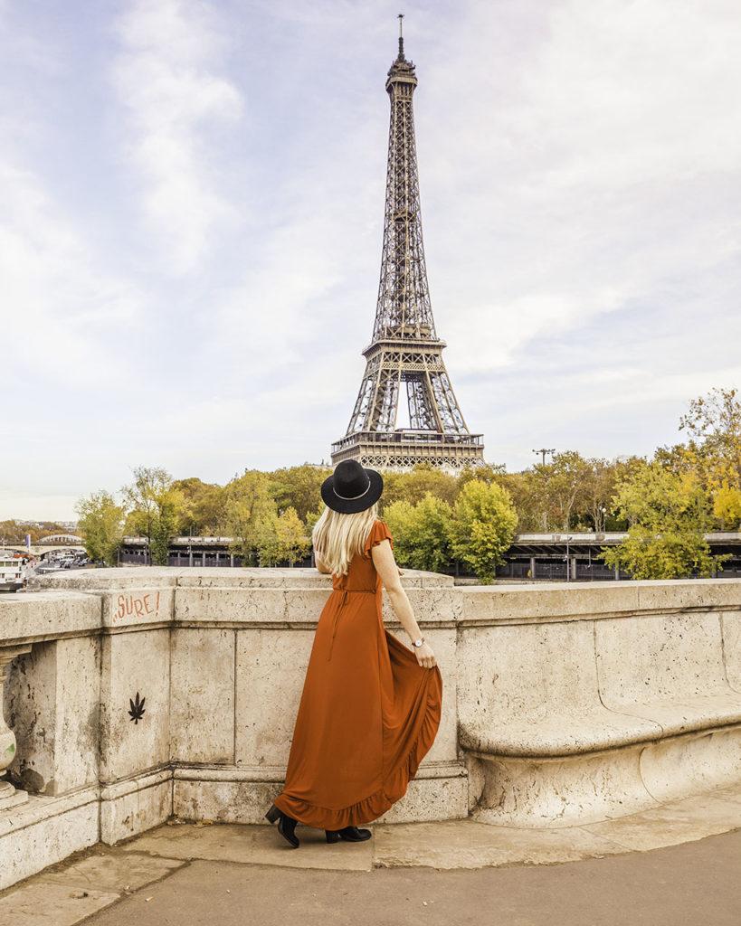 Paris in autumn - Eiffel Tower from Bir Hakeim