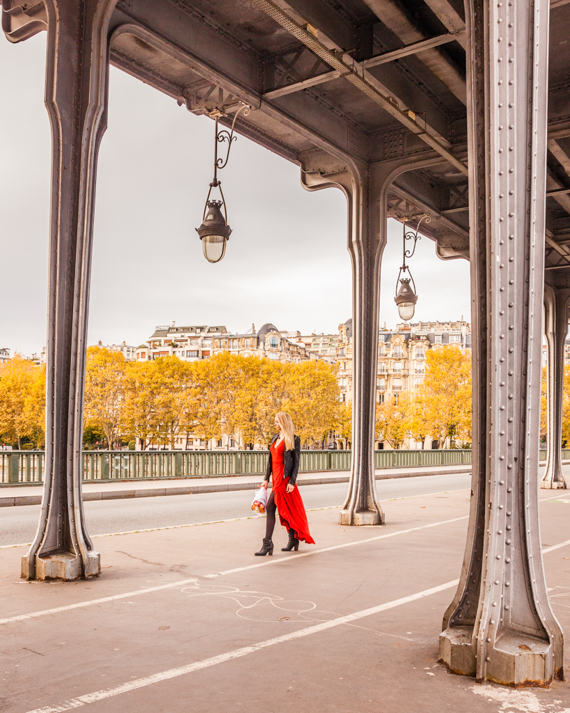 Bridge of Bir Hakeim in Paris in fall