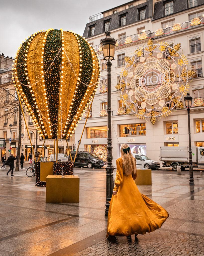 Christmas hot air balloon near Dior St Honoré in Place Maurice Barrės - Christmas in Paris
