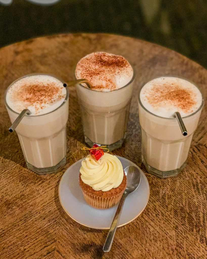 Lattes and cupcakes in What the Cake Strasbourg - Alsace