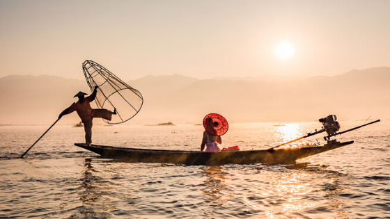 One leg rowing fisherman, Inle Lake