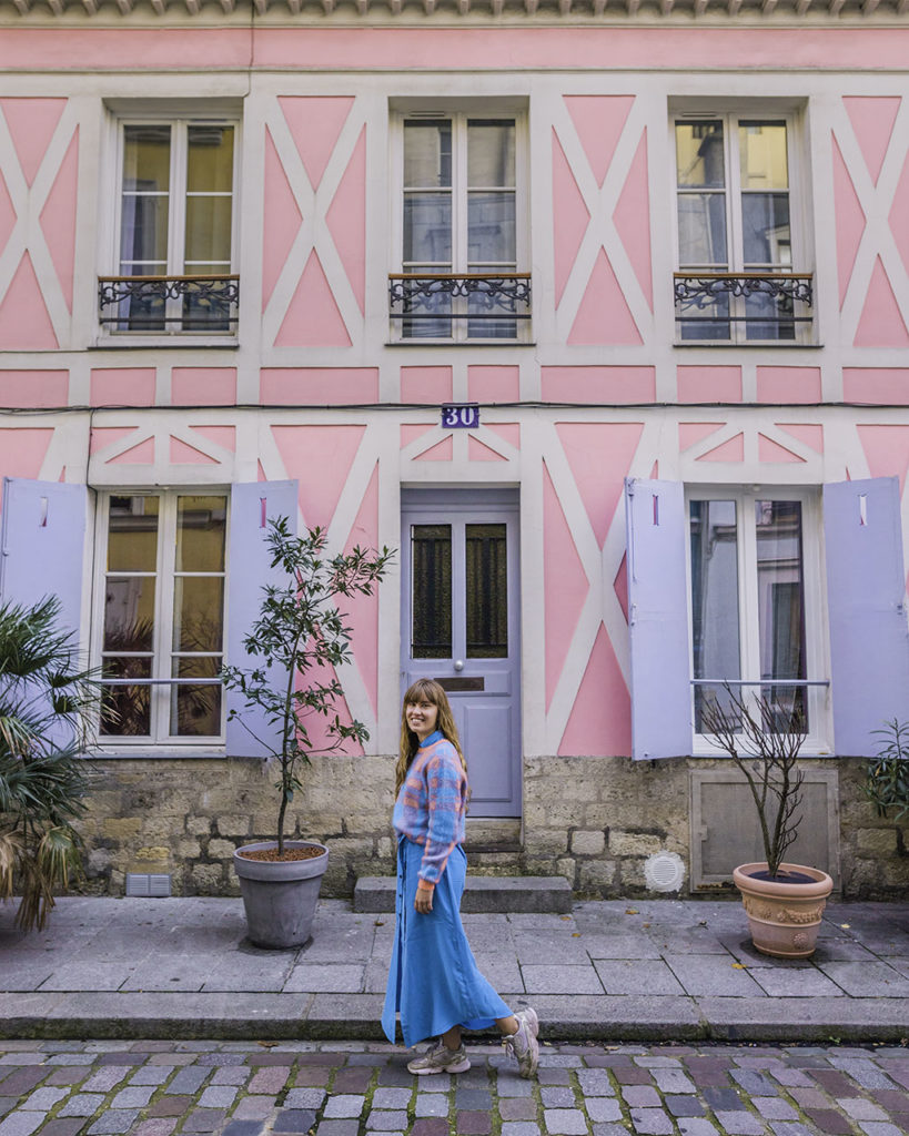 Photoshoot with a pink house in rue Cremieux - Paris