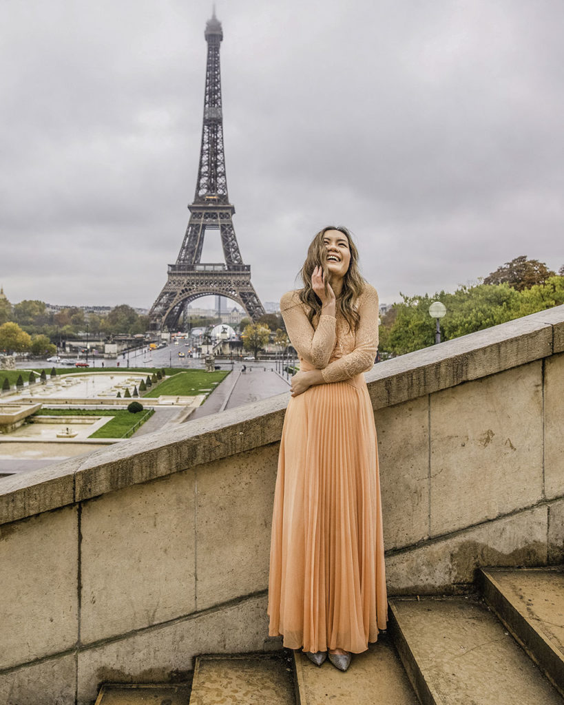 Photoshoot with the Eiffel Tower, stairs in Trocadero - Paris