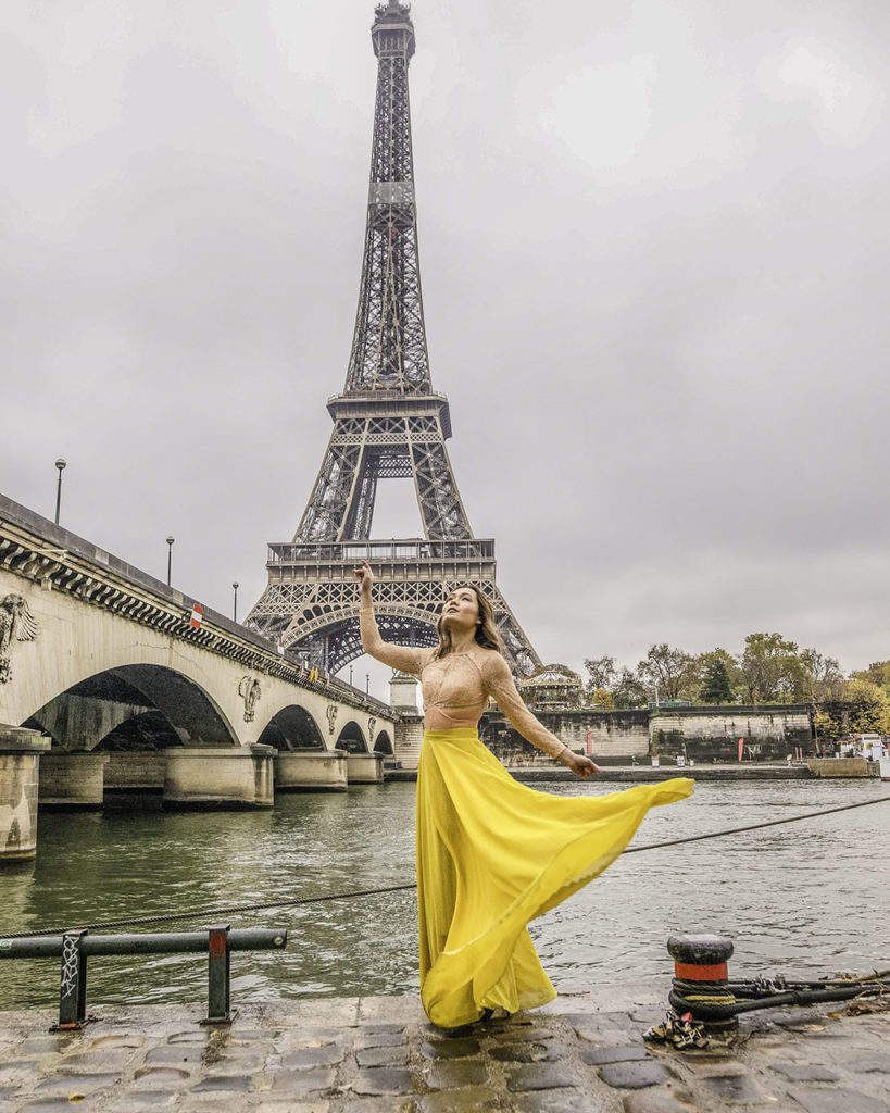 Photoshoot with the Eiffel Tower, under Iena Bridge - Paris