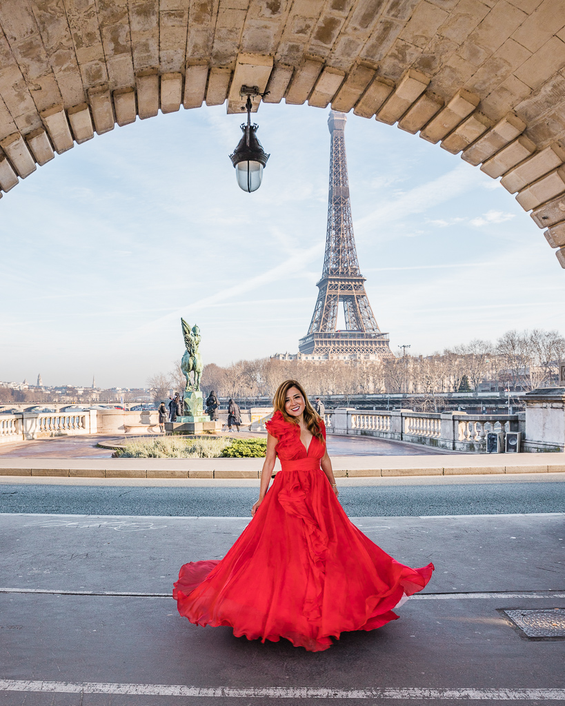 Photoshoot with the Eiffel Tower, Bridge of Bir Hakeim - Paris