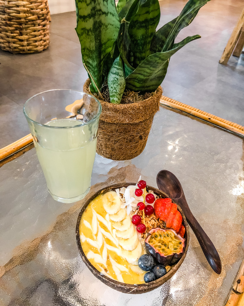 Smoothie bowl at Rainbowls. Best breakfast and brunch in Amsterdam.