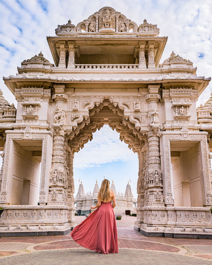 BAPS Shri Swaminarayan Mandir Indian Temple near Chicago