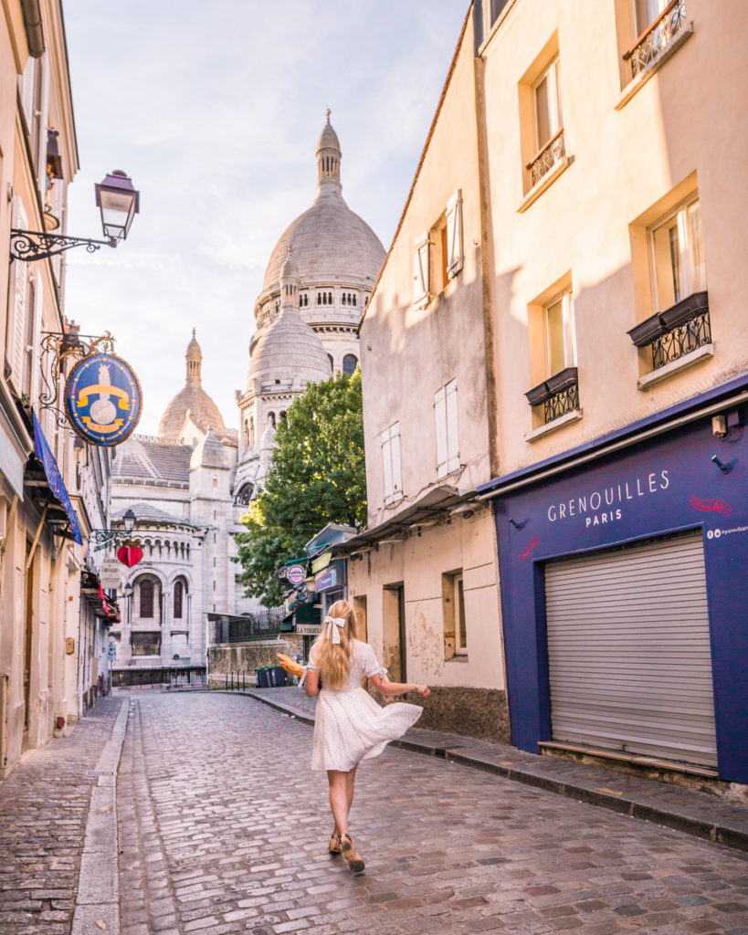 Rue du Chevalier de la Barre with a view of the Sacré-Coeur in Montmartre - Paris