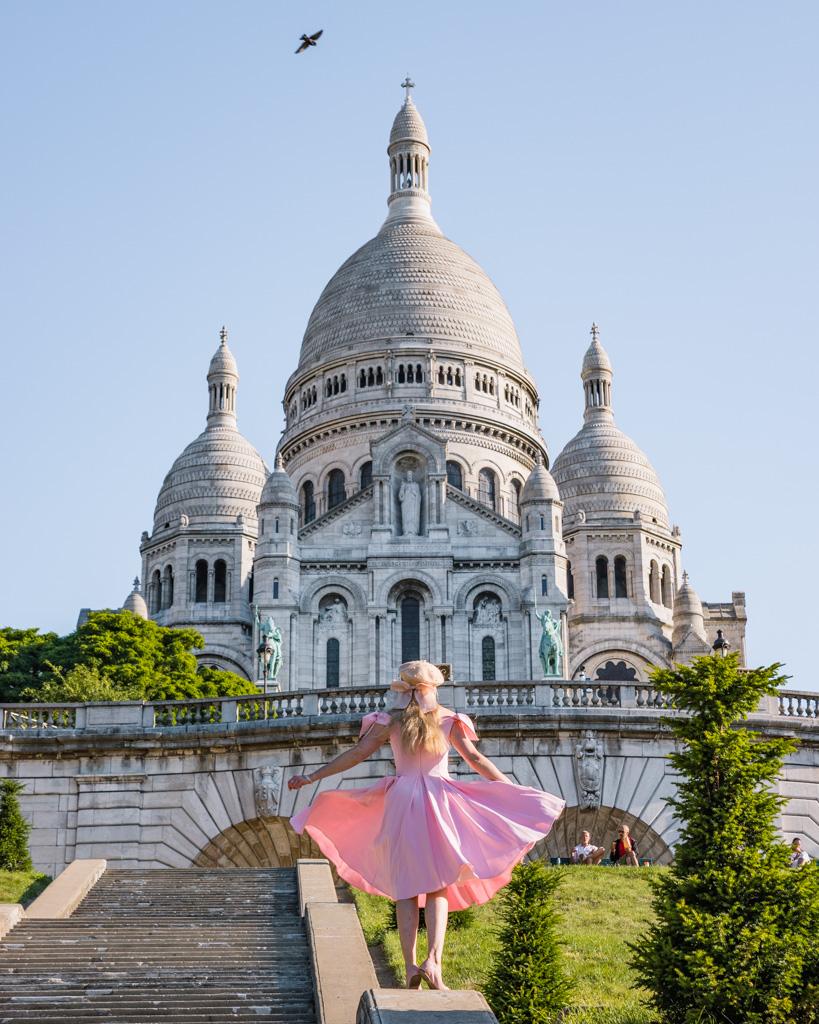 Square Louise Michel with a view of the Sacré-Coeur in Montmartre - Paris